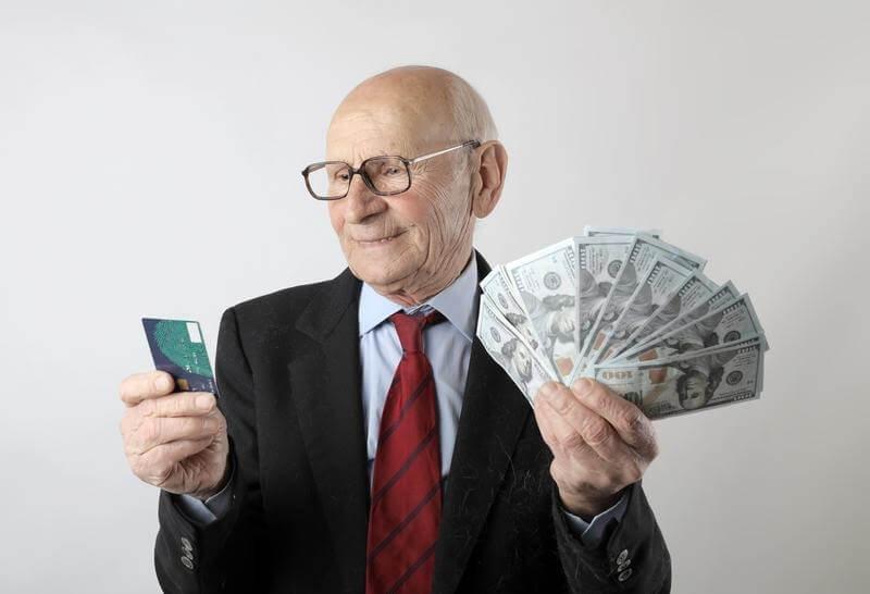 Пенсионер кредитка деньги